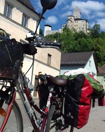 bici-con-sfondo-collina